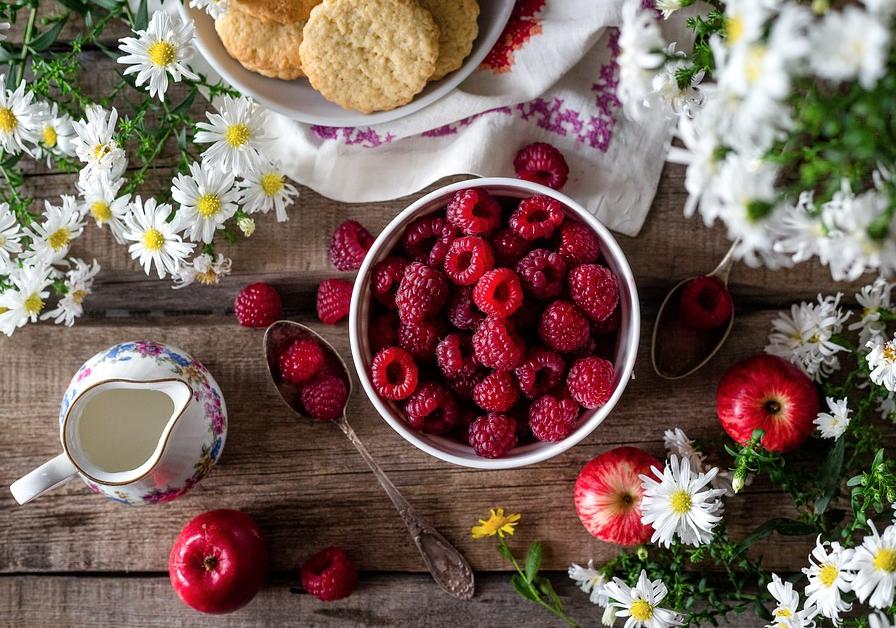 raspberries bowl on table