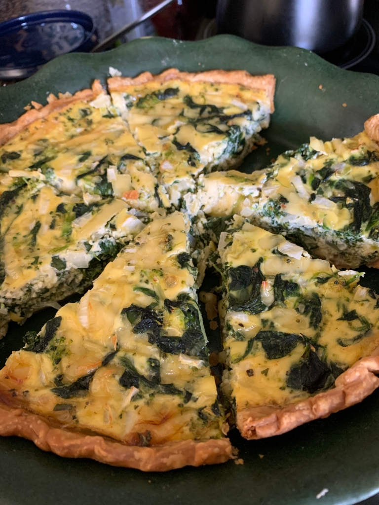 Quiche with spinach and onion